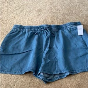 Gap denim shorts size L NWT